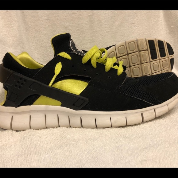 premium selection d9443 645dd Men s Nike Huarache size 11.5. M 5b8c64ff25457a680513f913